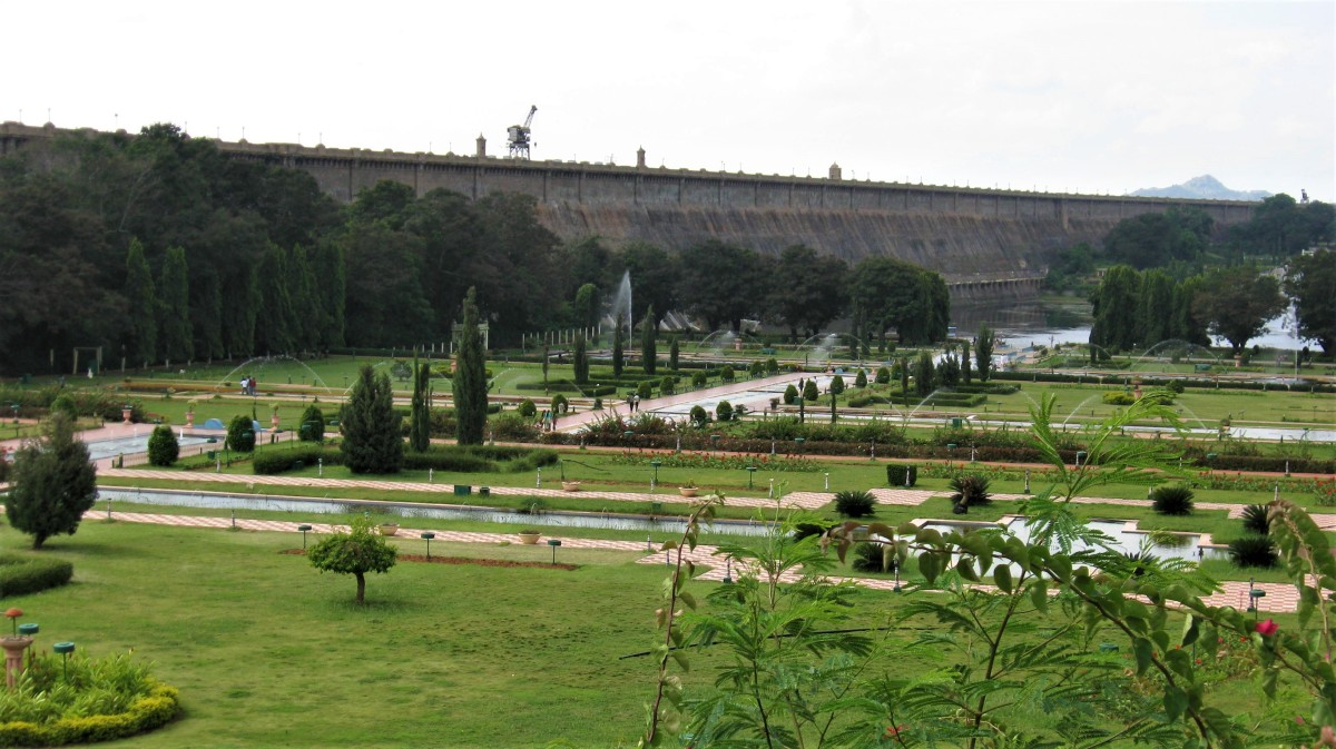 Mysore - KRS Dam - Brindavan Gardens - Giant Bull(Nandi) - Chamundi Hills